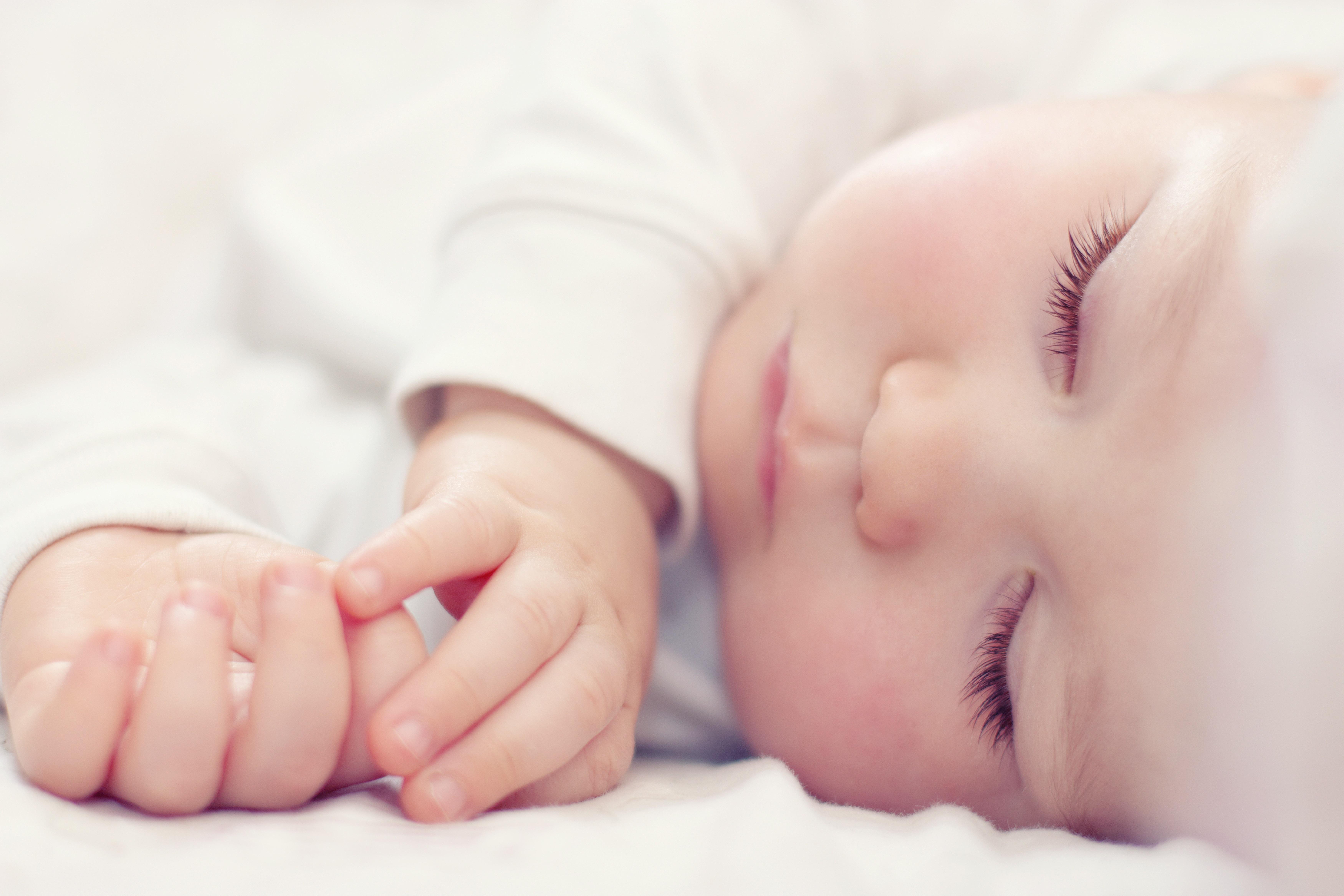Spanje novorojenčka, dojenčka in malčka