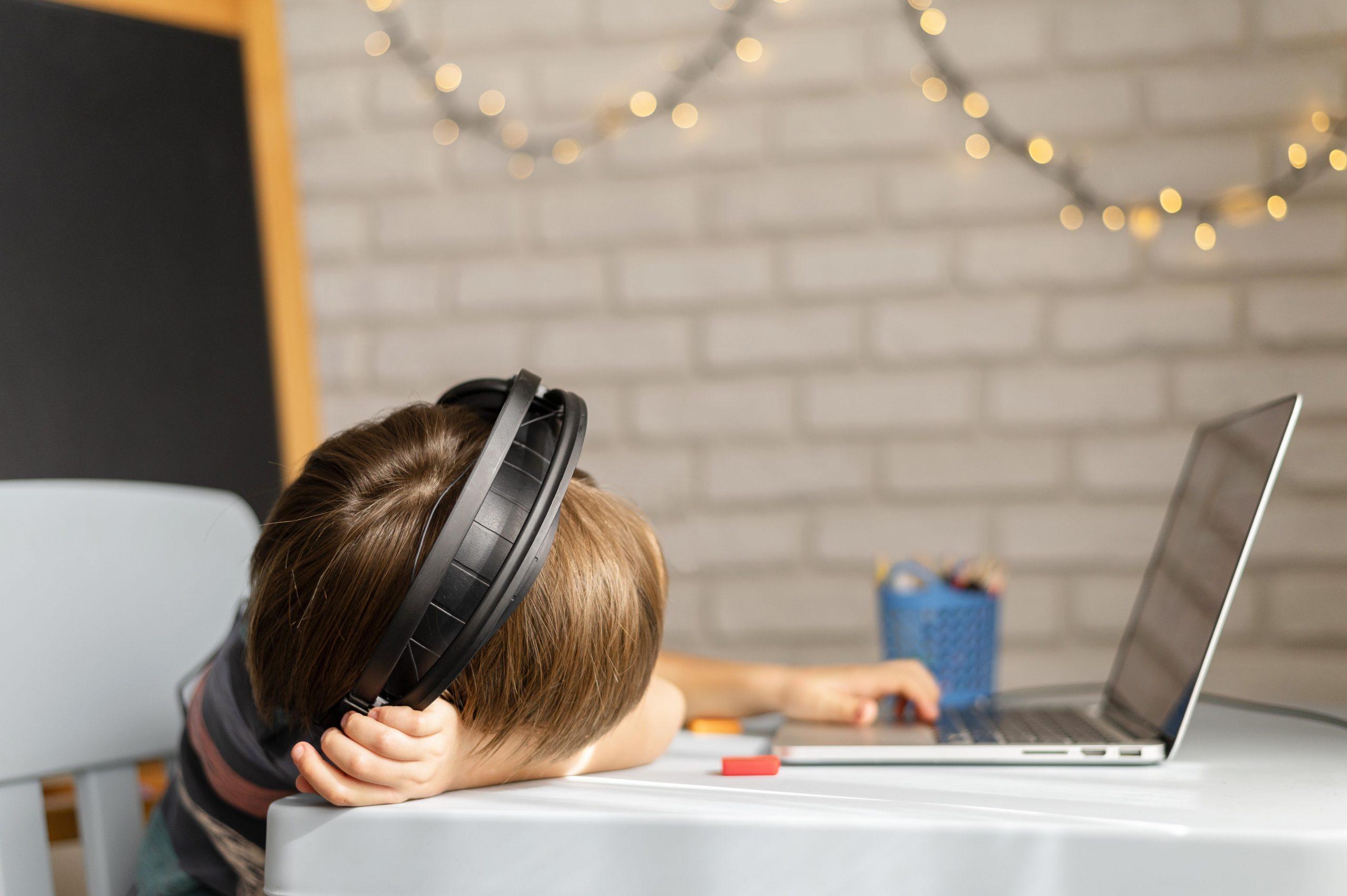 Pomagajte otrokom pri soočanju s stresom med epidemijo