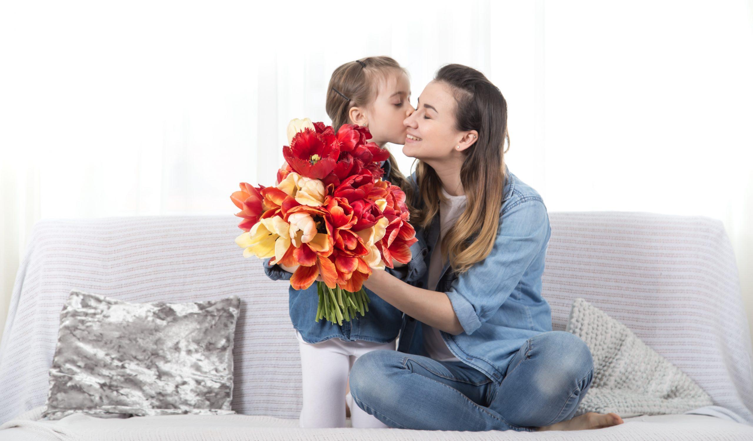 Cvetoč 25. marec – materinski dan!